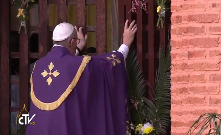 Papa apre Porta santa Bangui