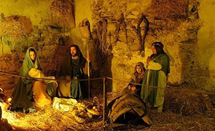 Quella di Greccio è una rappresentazione storico-teatrale, realizzata in sei quadri viventi e incentrata sulla nascita del primo Presepe della storia, grazie alla quale è possibile rivivere l'atmosfera del Natale
