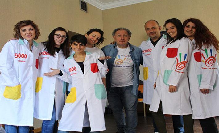 Il gruppo di volontari al corso di Clownterapia a Roma del 2016 (foto da http://www.teniamocipermanoonlus.net)