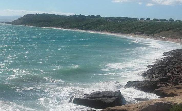 Il mare oggi a Le Castella (Foto di Emanuel Vizzacchero)