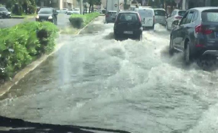 Crotone, via Cutro invasa dall'acqua - foto di Danilo Ruberto