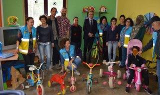 bici bimbi cara migranti crotone