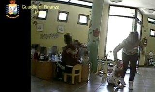 maltrattamenti varzi e cernobbio arrestate maetsre