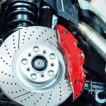 Blanke Bremsscheibe mit roten Bremsbacken