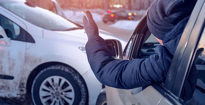 Unfall auf glatter Straße im Winter