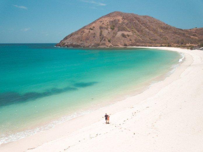 Mawun Beach Kuta Lombok - COMPLETE BEACH GUIDE - We Seek ...