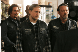 """SONS OF ANARCHY -- """"Red Rose"""" -- Episode 712 -- Airs Tuesday, December 2, 10:00 pm e/p) -- Pictured: (L-R) Kim Coates as Tig Trager, Charlie Hunnam as Jax Teller, Tommy Flanagan as Chibs Telford. CR: Byron Cohen/FX"""