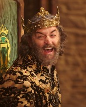 """GALAVANT - """"Two Balls"""" (8:00-8:30 p.m., ET) - A visit to Sid's hometown reveals he has not been truthful about his career path. While Galavant and Isabella back up Sid's stories, King Richard decides to throw a ball to cheer up the people of Valencia. The highly-anticipated comedy extravaganza, """"Galavant,"""" will air its third and fourth half-hour episodes back to back on SUNDAY, JANUARY 11 (8:00-9:00 p.m., ET) on the ABC Television Network. (ABC/Todd Antony) TIMOTHY OMUNDSON"""