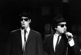 SNL 40TH ANNIVERSARY SPECIAL -- Season 4, Episode 6 -- Pictured: Dan Aykroyd as Elwood Blues, John Belushi as Jake Blues of musical guest the Blues Brothers perform November 18, 1978 -- (Photo by: Al Levine/NBC)