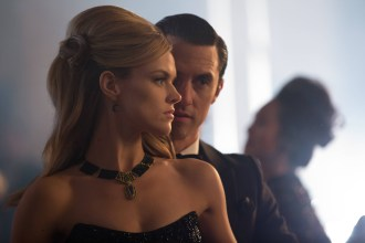 GOTHAM: Barbara (Erin Richards, L) meets Jason Lennon (guest Star Milo Ventimiglia, R) at a charity ball in in the ÒUnder the KnifeÓ episode of GOTHAM airing Monday, April 20 (8:00-9:00 PM ET/PT) on FOX. ©2015 Fox Broadcasting Co. Cr: Jessica Miglio/FOX