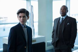 GOTHAM: Bruce (David Mazouz, L) is confronted in Sid BunderslawÕs (guest star Michael Potts, R) office in ÒThe Anvil or the HammerÓ episode of GOTHAM airing Monday, April 27 (8:00-9:00 PM ET/PT) on FOX. ©2015 Fox Broadcasting Co. Cr: Jessica Miglio/FOX.