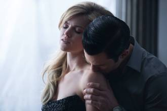 GOTHAM: Barbara (Erin Richards, L) is seduced by Jason Lennon (guest Star Milo Ventimiglia, R) in ÒThe Anvil or the HammerÓ episode of GOTHAM airing Monday, April 27 (8:00-9:00 PM ET/PT) on FOX. ©2015 Fox Broadcasting Co. Cr: Jessica Miglio/FOX.