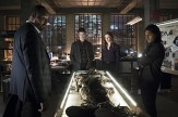 """The Flash -- """"Who is Harrison Wells?"""" -- Image FLA119A_0266b -- Pictured (L-R): Jesse L. Martin as Detective Joe West, Grant Gustin as Barry Allen, Danielle Panabaker as Caitlin Snow, and Carlos Valdes as Cisco Ramon -- Photo: Katie Yu /The CW -- © 2015 The CW Network, LLC. All rights reserved."""