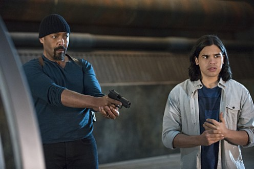 "The Flash -- ""Fast Enough"" -- Image FLA123B_0120b -- Pictured (L-R): Jesse L. Martin as Detective Joe West and Carlos Valdes as Cisco Ramon -- Photo: Cate Cameron/The CW -- © 2015 The CW Network, LLC. All rights reserved."
