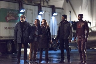 """The Flash -- """"Rogue Air"""" -- Image FLA122A_0026b -- Pictured (L-R): Wentworth Miller as Leonard Snart / Captain Cold, Carlos Valdes as Cisco Ramon, Danielle Panabaker as Caitlin Snow, Jesse L. Martin as Detective Joe West, and Grant Gustin as Barry Allen / The Flash -- Photo: Dean Buscher/The CW -- © 2015 The CW Network, LLC. All rights reserved."""