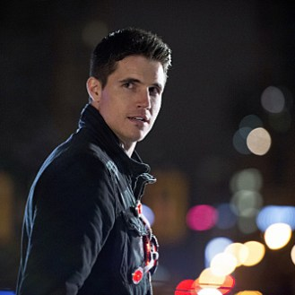 """The Flash -- """"Rogue Air"""" -- Image FLA122B_0379b -- Pictured: Robbie Amell as Ronnie / Firestorm -- Photo: Diyah Pera/The CW -- �© 2015 The CW Network, LLC. All rights reserved."""