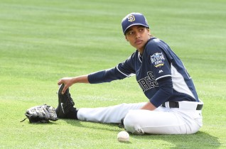 PREVIEW: 'Pitch' Series Premiere