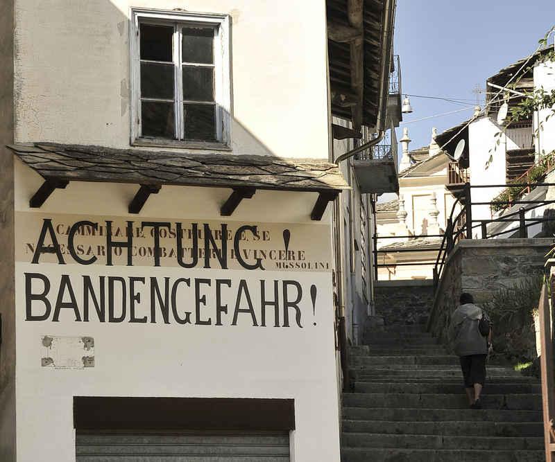 im Jahr 2004 restaurierte Aufschrift in Traversella im Valchiusella