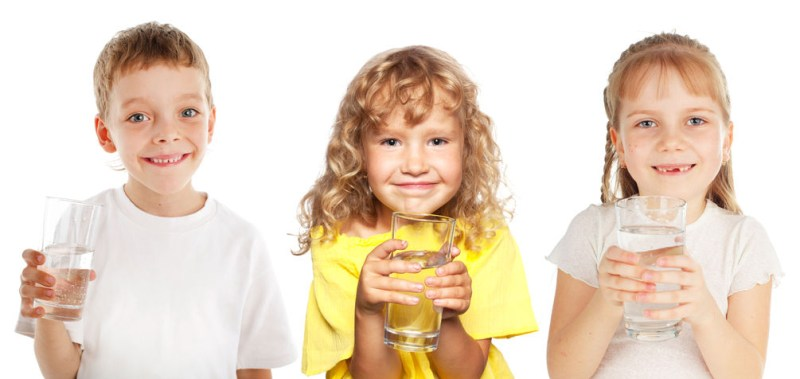 three-kids-drinking-water