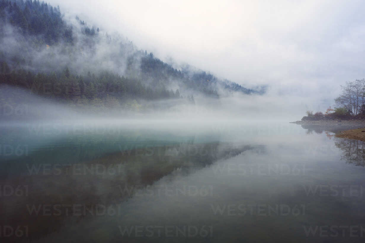 The 2021 western mountain field course; Scenic View Of Lake And Mountains In Foggy Weather Stockphoto