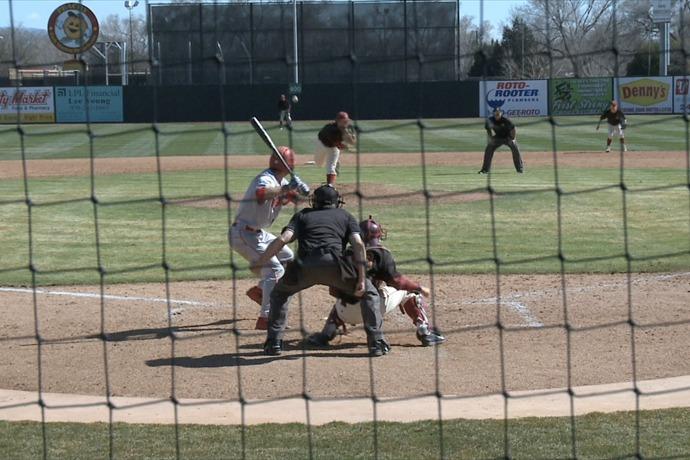 Mavs Baseball Splits DH with Metro _-3336032478384274814