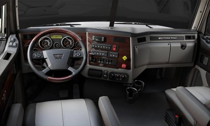 Western Star of Dothan   5700 XE Western Star 5700XE Interior Dash