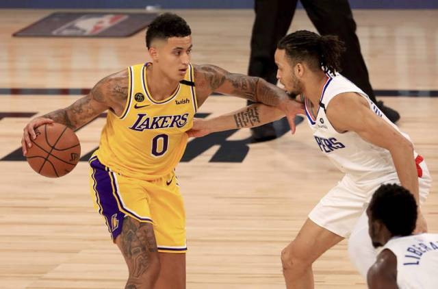 James' late layup lifts Lakers past Clippers, 103-101