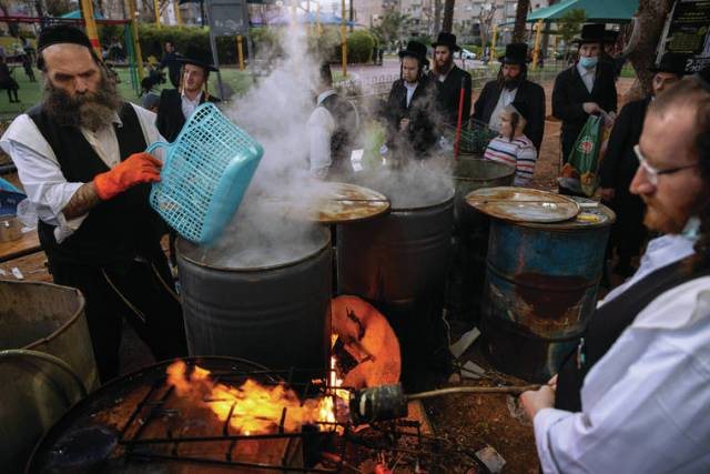 Israelis gather for Passover, celebrating freedom from virus