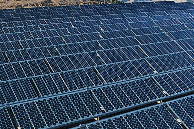 Demonstrators protest against proposed Hawaii solar farm