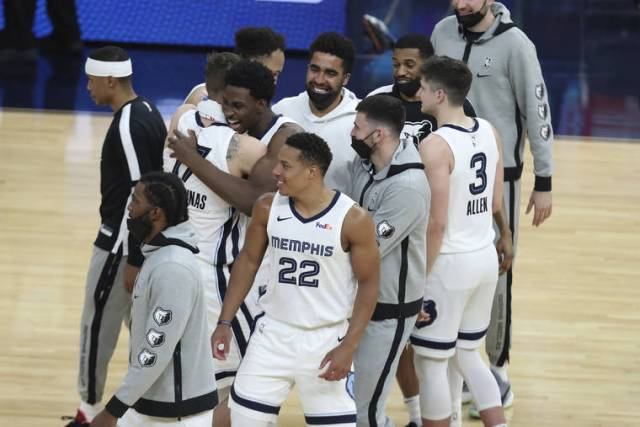 Morant, Grizzlies beat Warriors in OT, advance to face Jazz