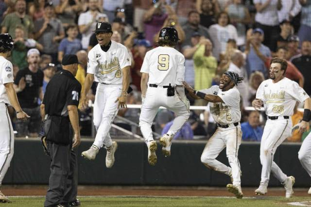 Vandy scores on wild pitch in 9th, beats Stanford 6-5 at CWS