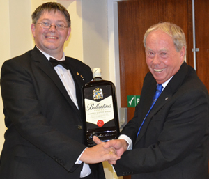 Peter Pemberton (right) receiving the winning prize from Stewart Aimson.