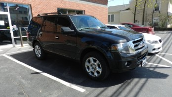 Custom Installed Radar Detector in 2014 Ford Expedition