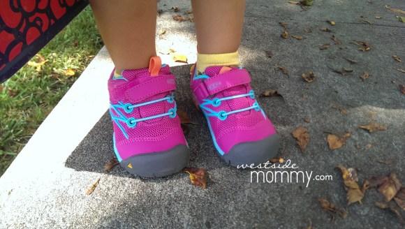 PinkSneakers_tkd_closeup