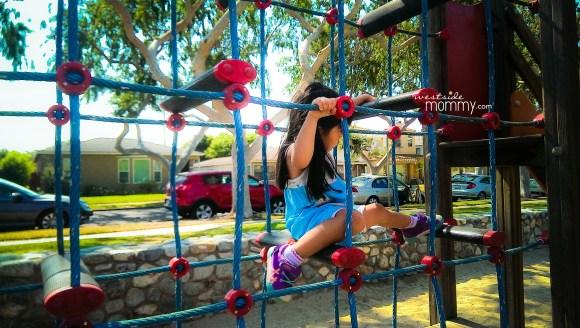 PurpleSneakers_playground_net01