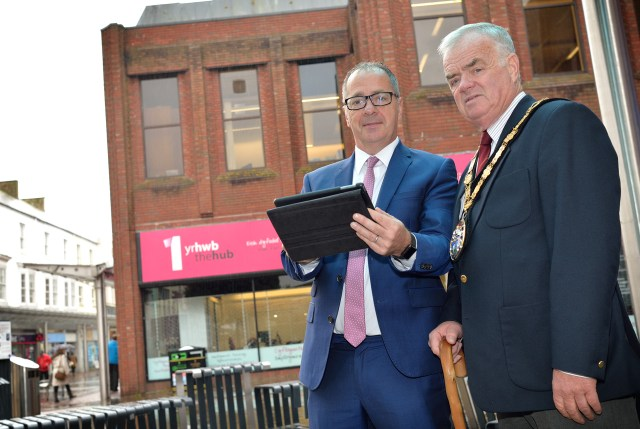 Wi-fi Llanelli with Cllr. Emlyn Dole and town mayor Cllr. Bill Thomas.
