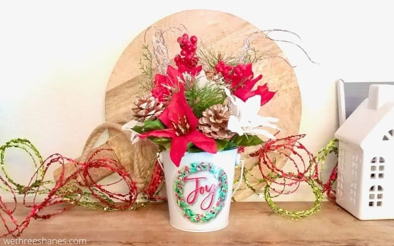 How to Make a Simple Christmas Floral Arrangement