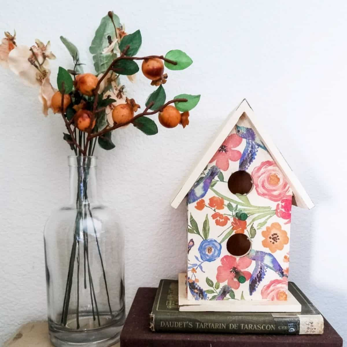 How to Decoupage a Birdhouse With Napkins