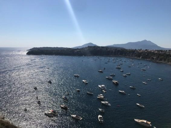 Marina di Corricella sulla destra
