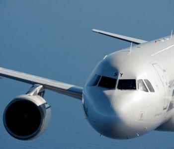Alitalia ha comunicato che sono 3 le offerte pervenute allo scadere dell'ultimo giorno per la presentazione delle offerte: Ferrovie dello Stato e easyJet entrambi vincolanti e una non vincolante di Delta.