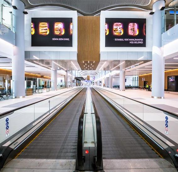 ISTANBUL AIRPORT tapis roulant passeggeri