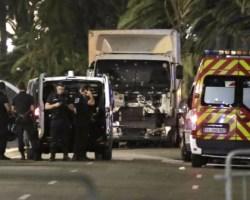 Nizza e l'orrore di una strage: è di nuovo incubo attentato