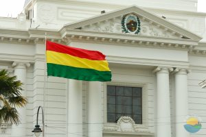 How to extend visa Bolivia; Bolivian flag.