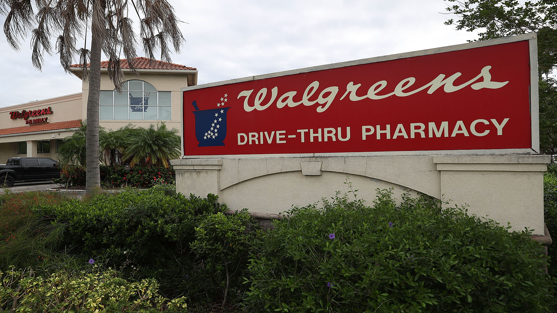 Walgreens to shut 200 US stores as part of cost-cutting plan | WFLA