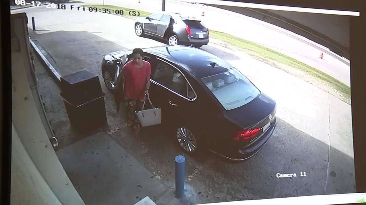 Suspects_snatch_woman_s_purse_0_52311797_ver1.0_1280_720_1534642152372.jpg