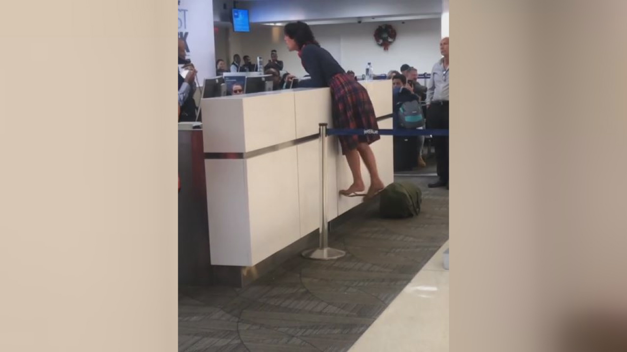 woman flips out at airport-846653543