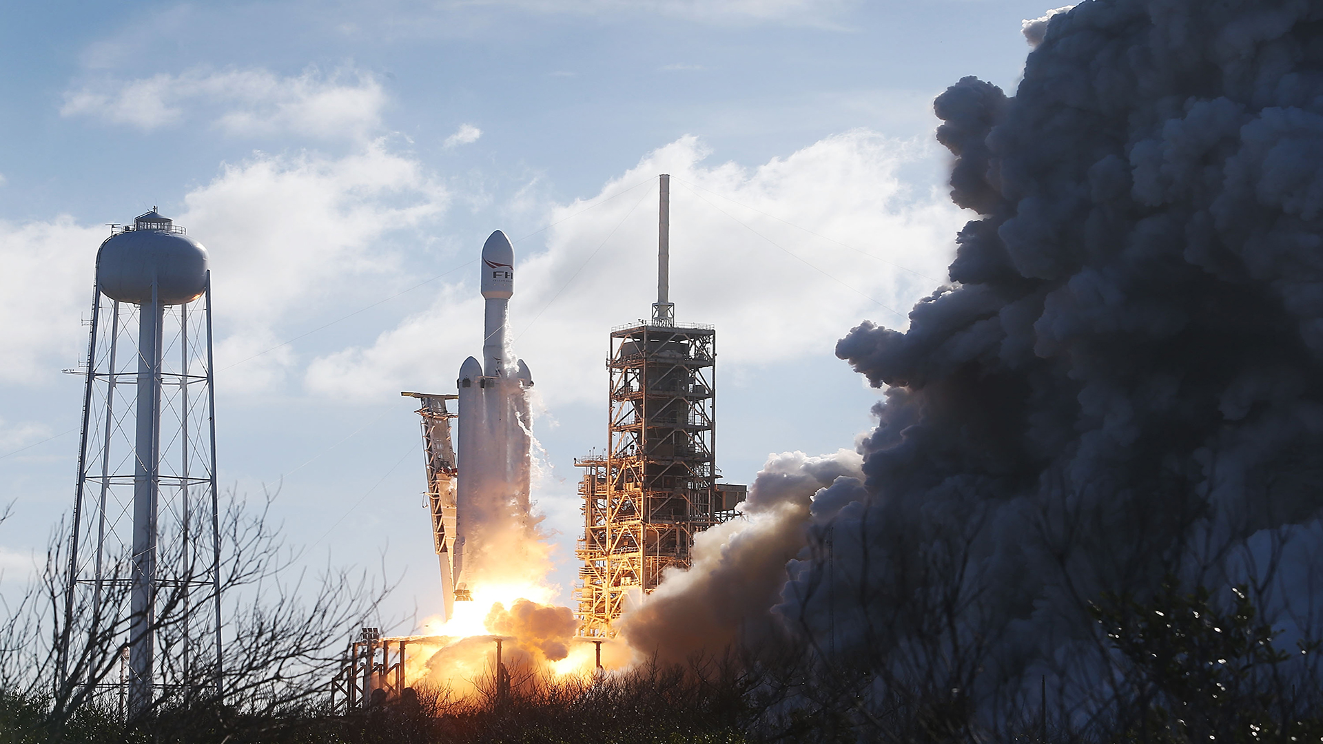 SpaceX warns of sonic booms following Falcon Heavy launch