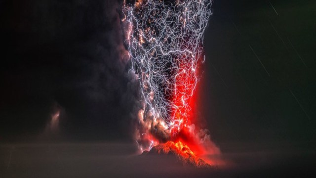 Unbelievable pic of lightning merging with erupting volcano wins ...