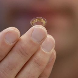 Google: Smart Contact Lens That Keeps Your Eye Hydrated