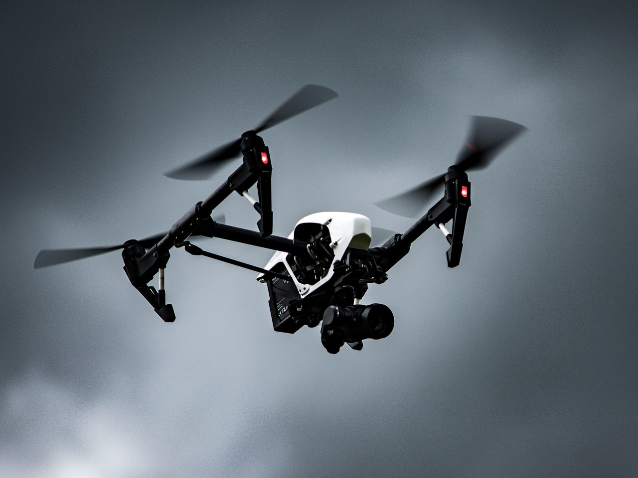 A Drone Hijacking Device Will Take Over Illegal Drones Within Its Range